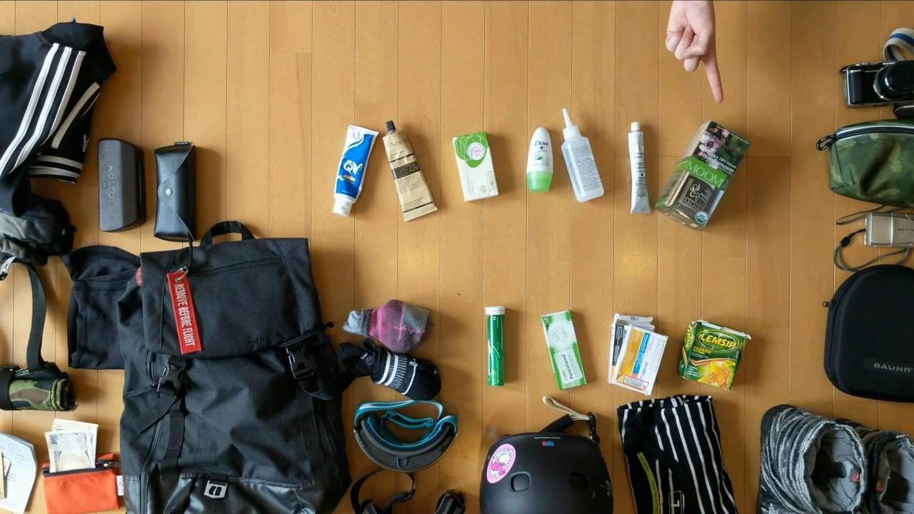 Travel Tips : Travel Packing Essentials For your First Winter Ski Seas...