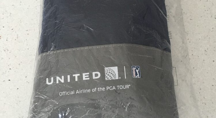 UNITED AIRLINES FIRST CLASS PGA TOUR TRAVEL BAG w/BALLS, SOCKS & MORE ...